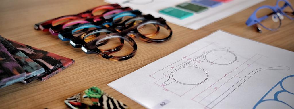 Szemüvegvásárlás: vidámság! Dutz szemüvegek hollandiából.