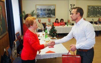 Értékes karácsonyi ajándékokat kaptak a tapolcai gyengénlátók.
